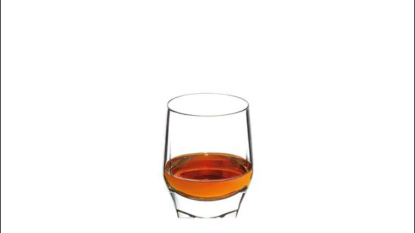 Forma ideal de servir John Walker & Sons King George V en un vaso de whisky