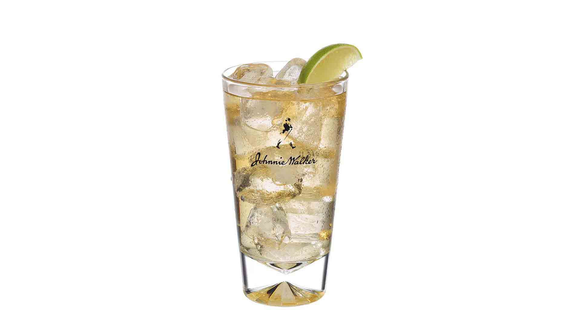 Cocktail Johnnie Walker Black et Soda dans un grand verre