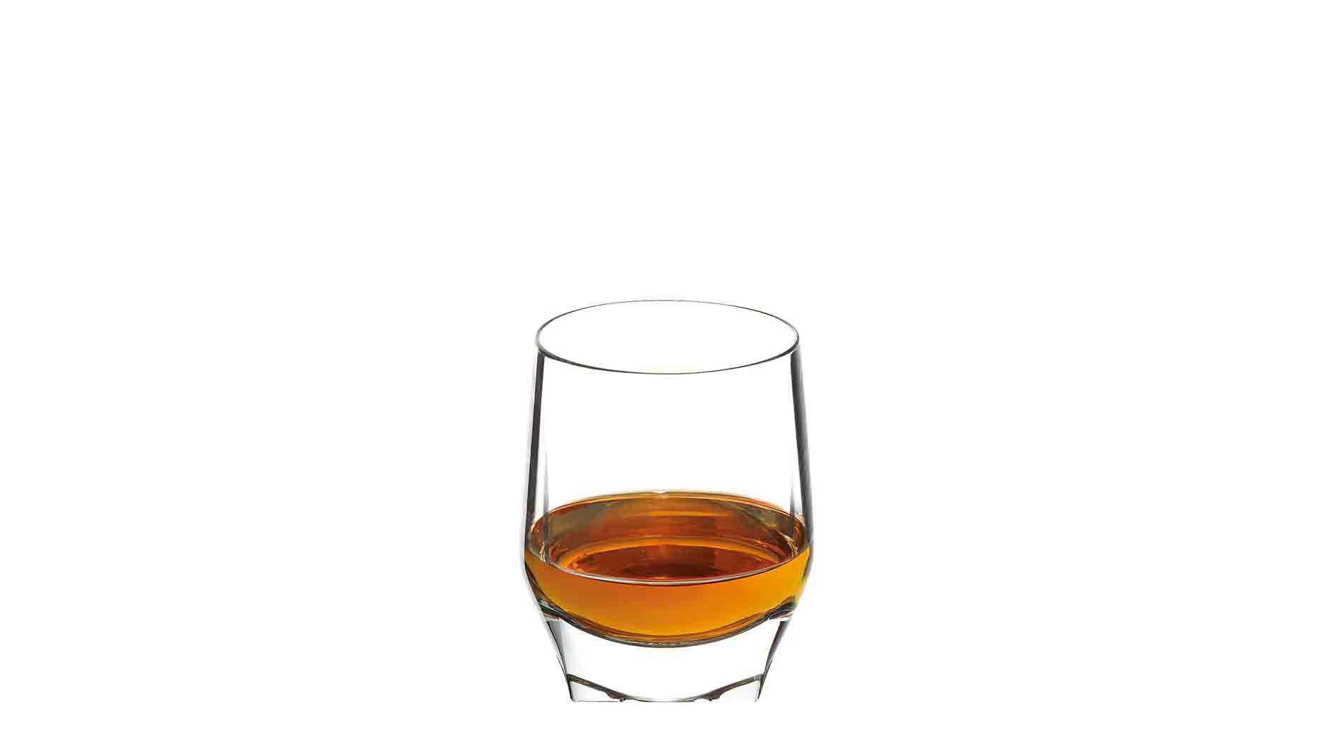 Johnnie Walker Blue Label Perfekt Serve in einem Whisky-Tumbler