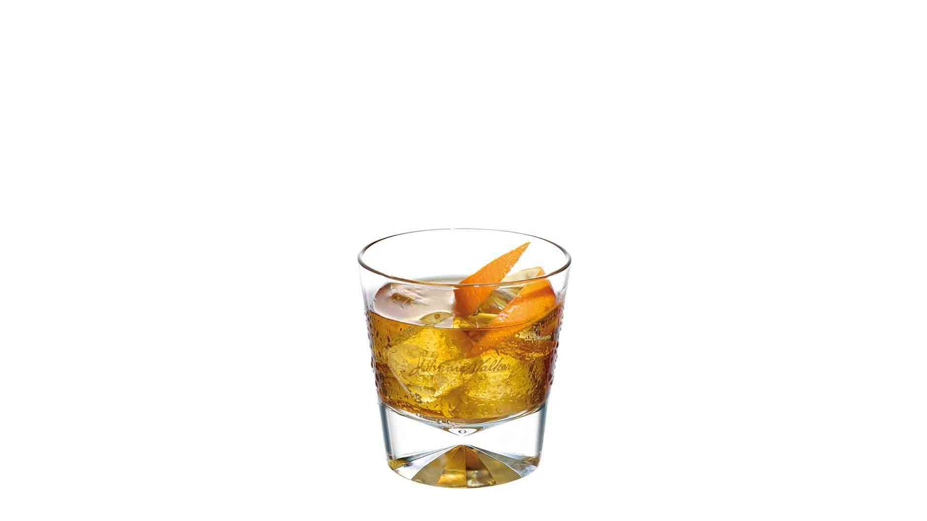 Cóctel Gold Fashioned en un vaso de whisky