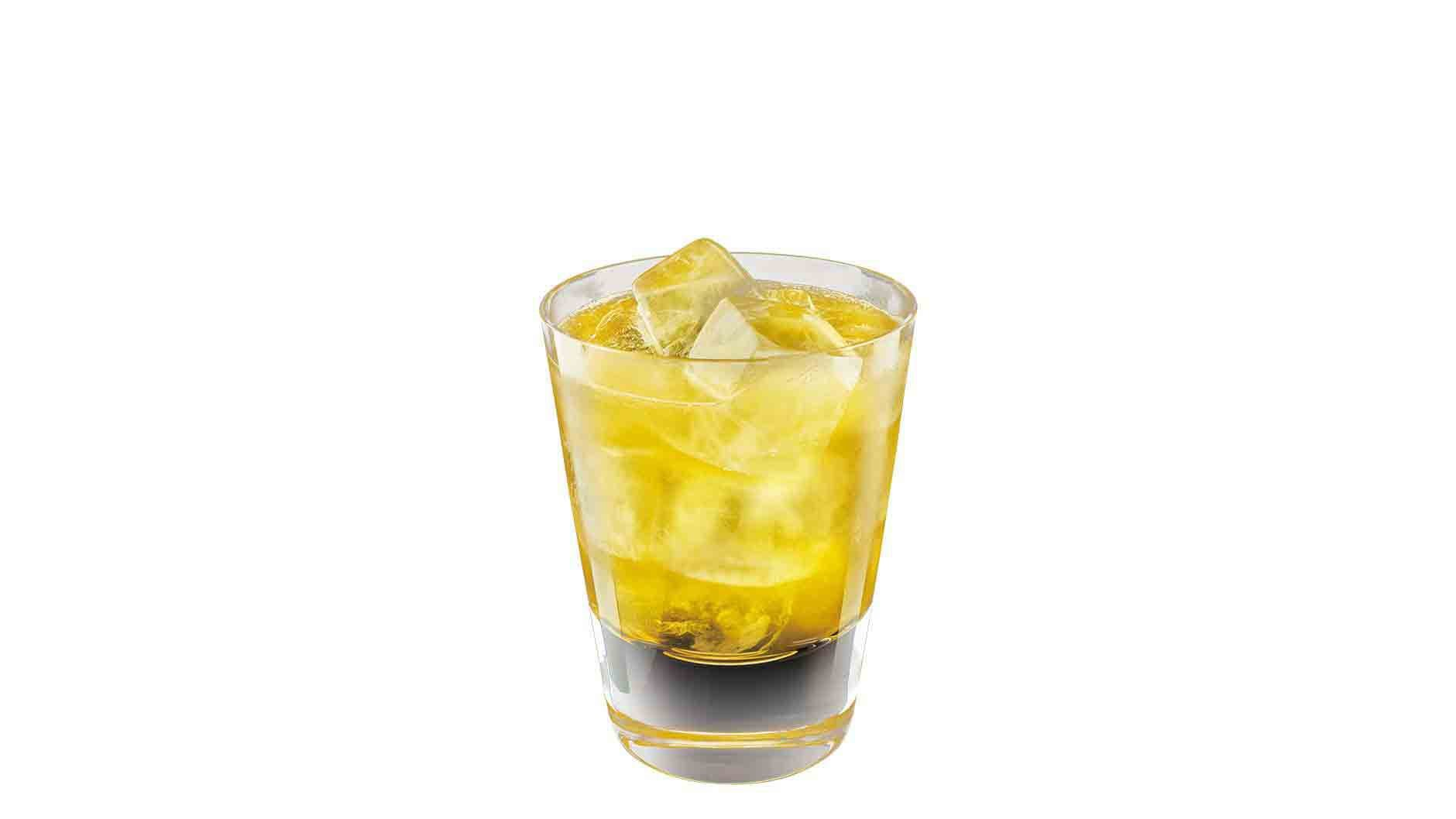 Johnnie Walker Gold Label Reserve Smooth & Sour cocktail in a tumbler