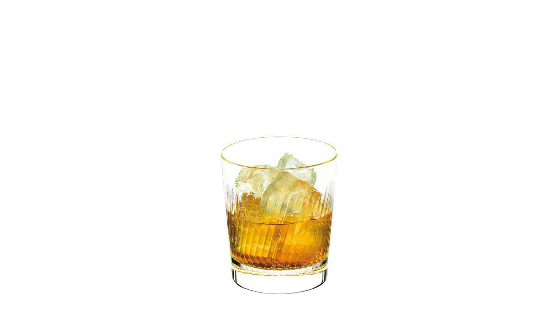 Johnnie Walker Platinum Label Signature Serve en un vaso de whisky