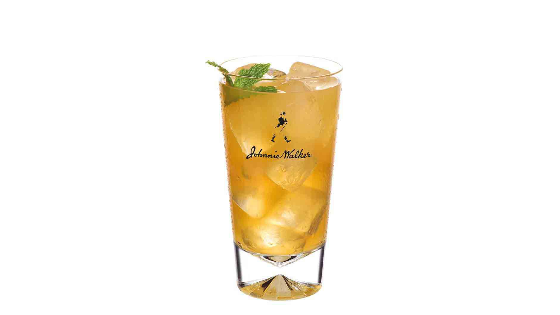 Cocktail Johnnie Walker Platinum Label Spice dans un grand verre