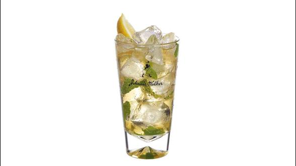 Cóctel Johnnie Walker Red Mojito en un vaso alto
