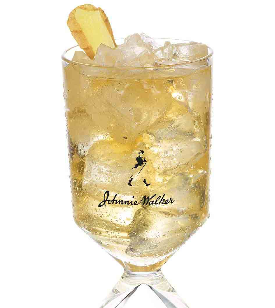 Cocktail Johnnie Ginger trong ly challice