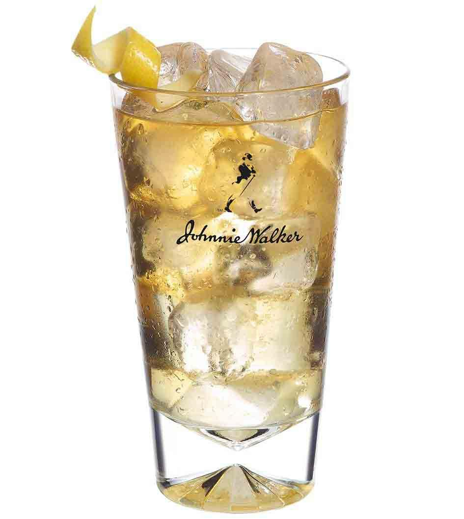 Cocktail Johnnie Walker Red Lemon Serve dans un grand verre
