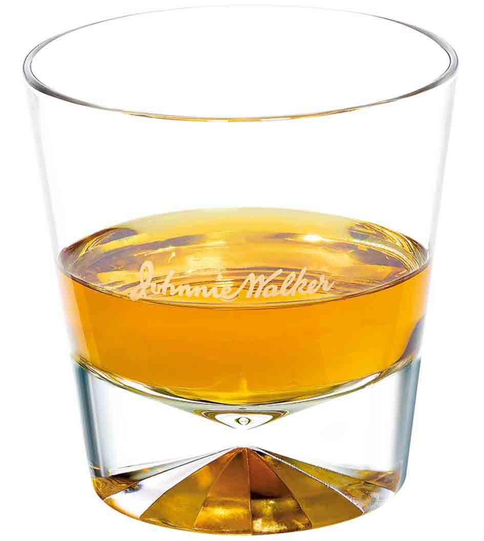 Cóctel Johnnie Walker Red Label solo en un vaso de whisky