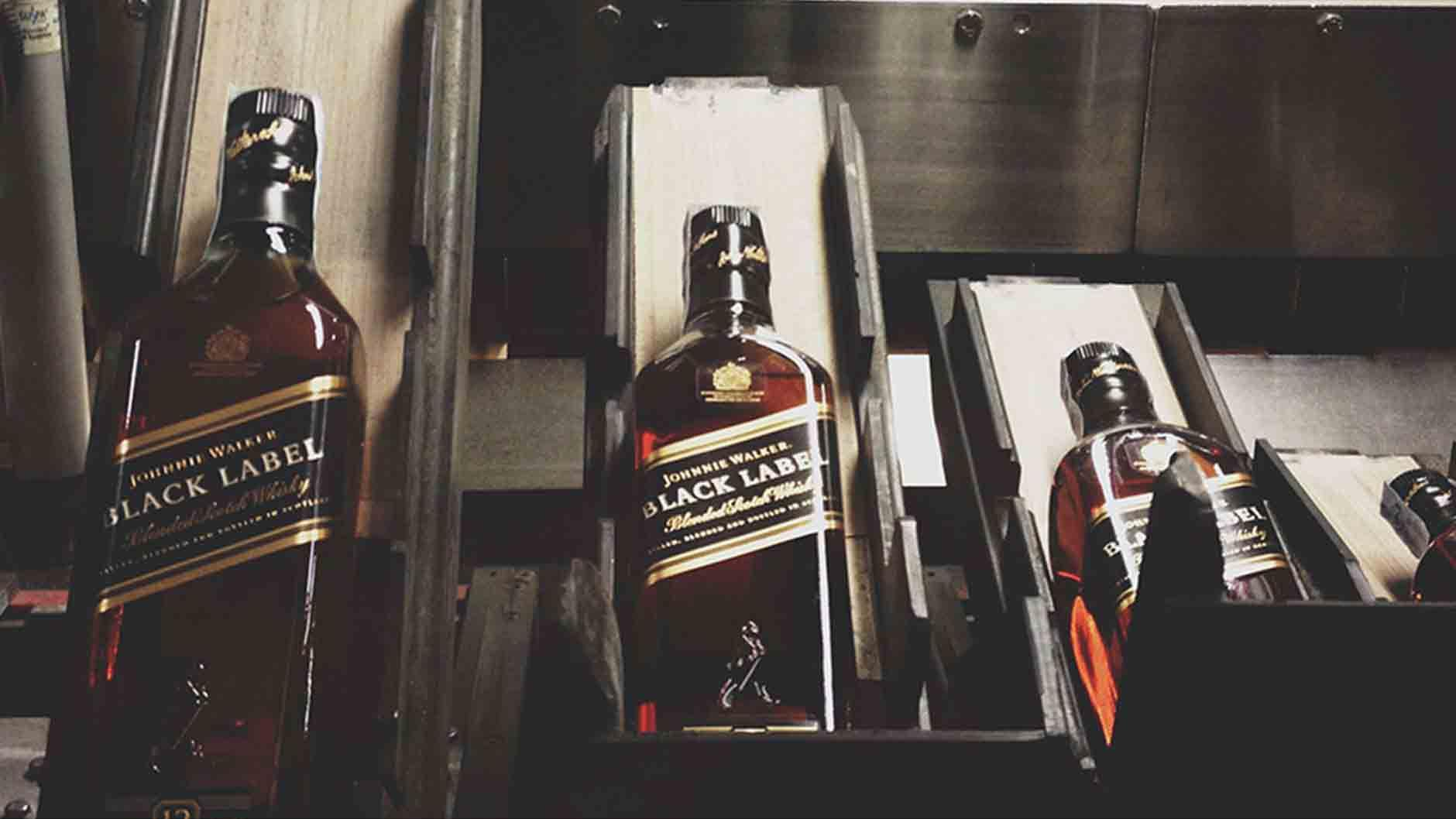 Preparación de botellas Johnnie Walker Black Label